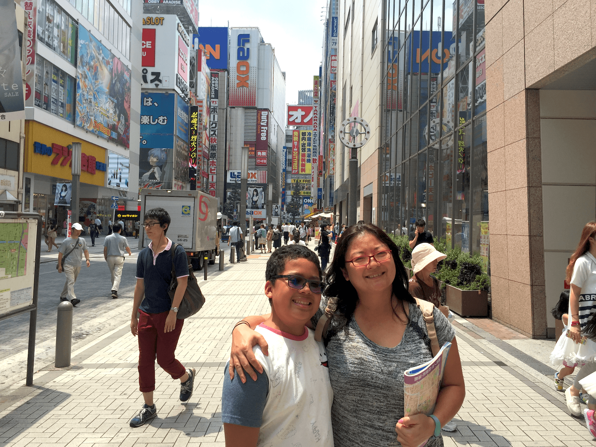 Questions - Walking Around Akihabara Tokyo What To Do 2018 - Loot Anime Discount Code 2018 🇯🇵 🏙 📦