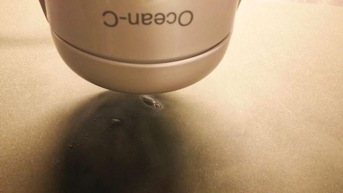Ocean-C 卓上加湿器は逆さにしても水が漏れずに動作する