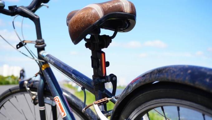 オーライト OLIGHT 自転車テールライトSEEMEE30自転車に取り付ける