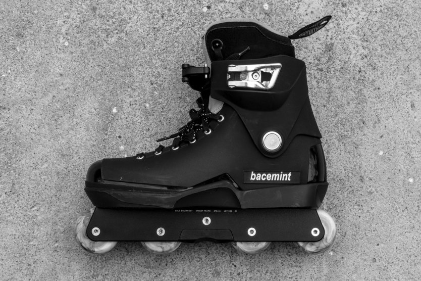 The Solá Frame on the Bacemint Roces Boots