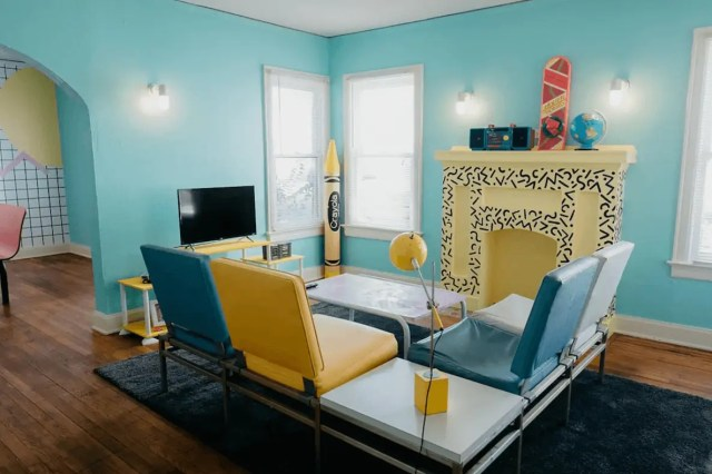80s themed airbnb dallas
