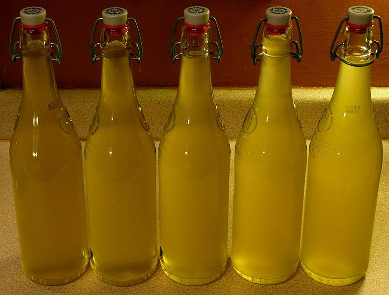 Разлить по бутылкам и плотно закрыть. Фото: Jim Champion, CC-BY-SA-2.0