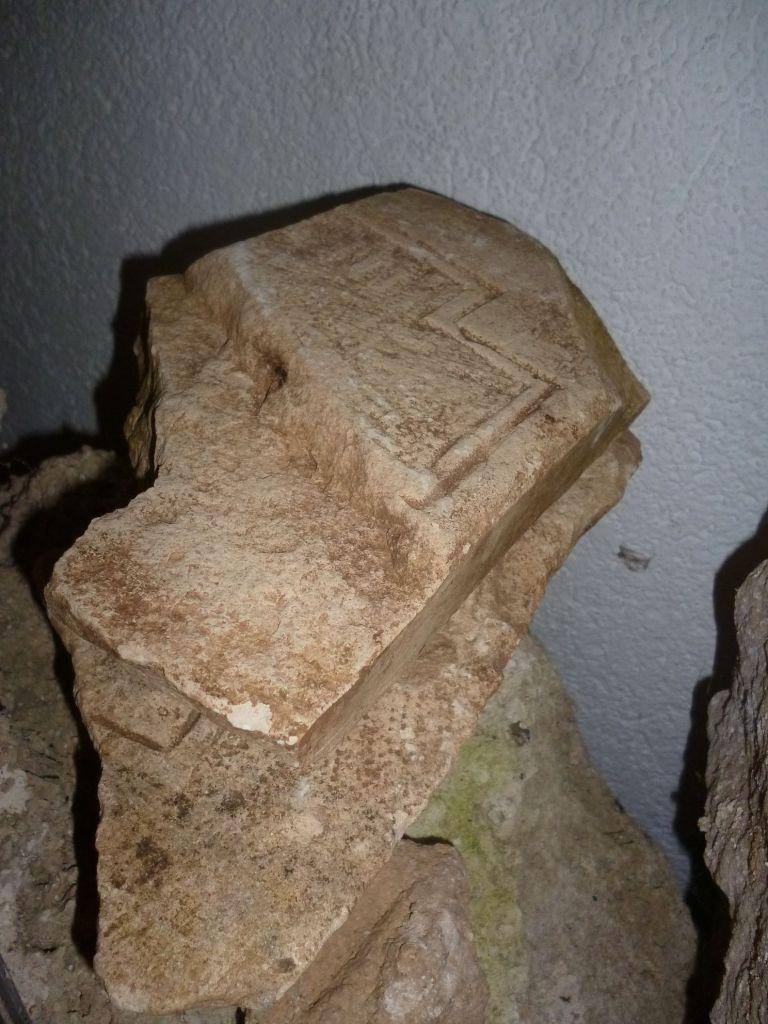 Обломок, найденный при раскопках. Фото: Елена Арсениевич, CC BY-SA 3.0