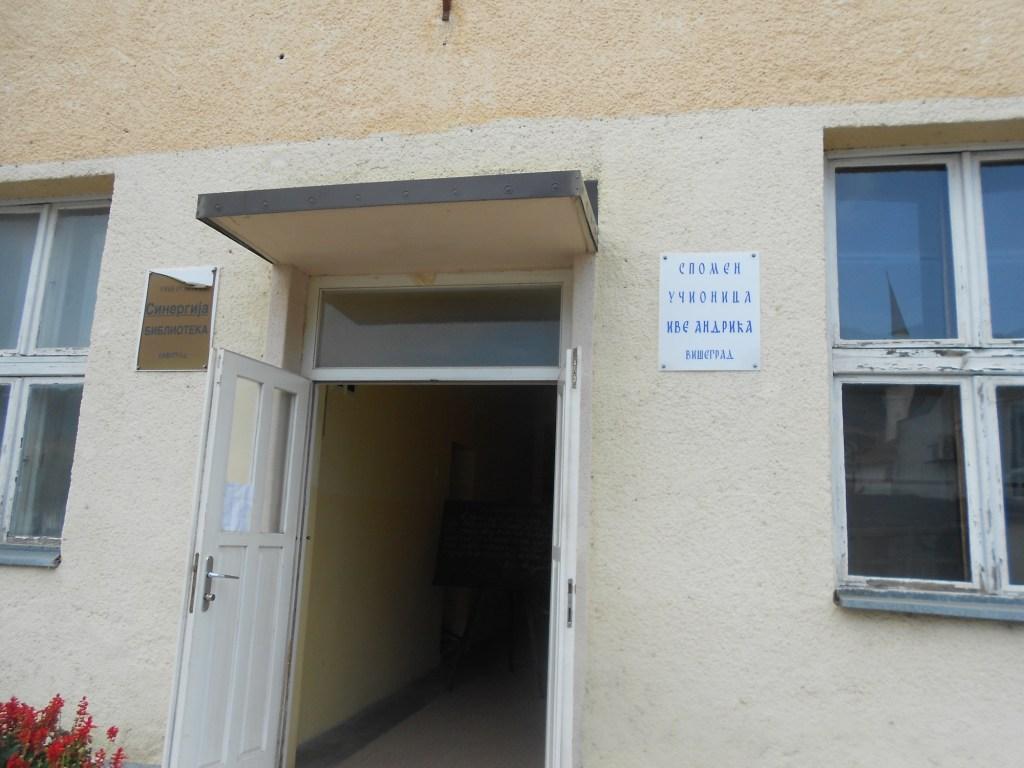 Вход в старую школу. Фото: Елена Арсениевич, CC BY-SA 3.0