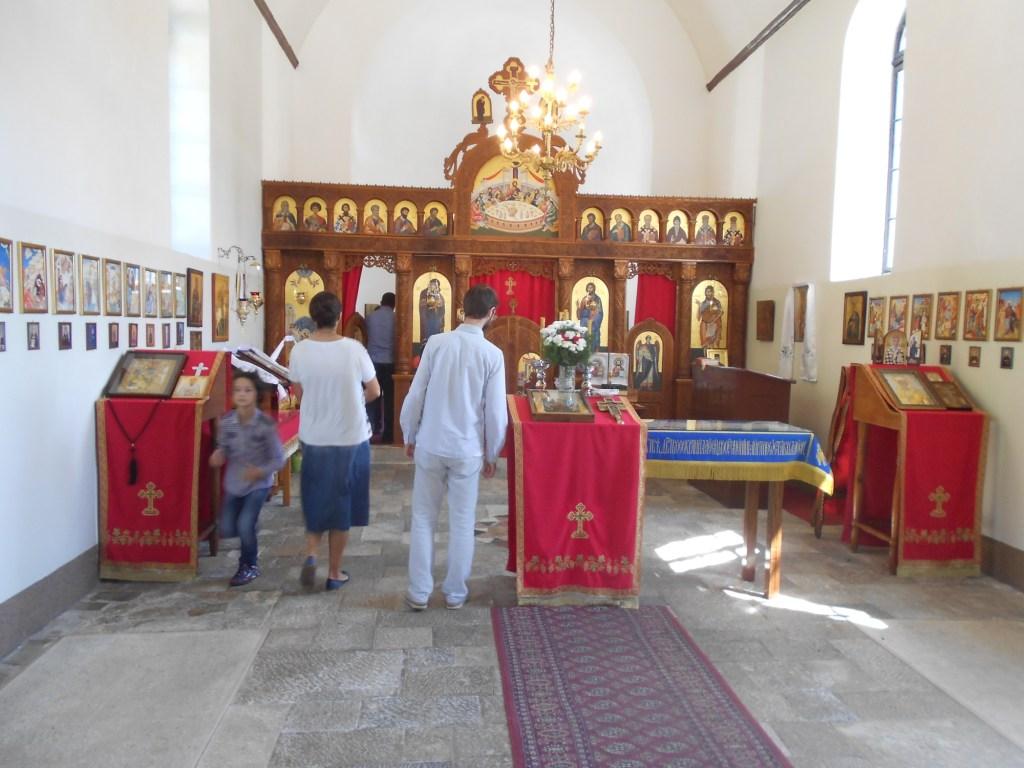 Скромная обстановка церкви. Фото: Елена Арсениевич, CC BY-SA 3.0