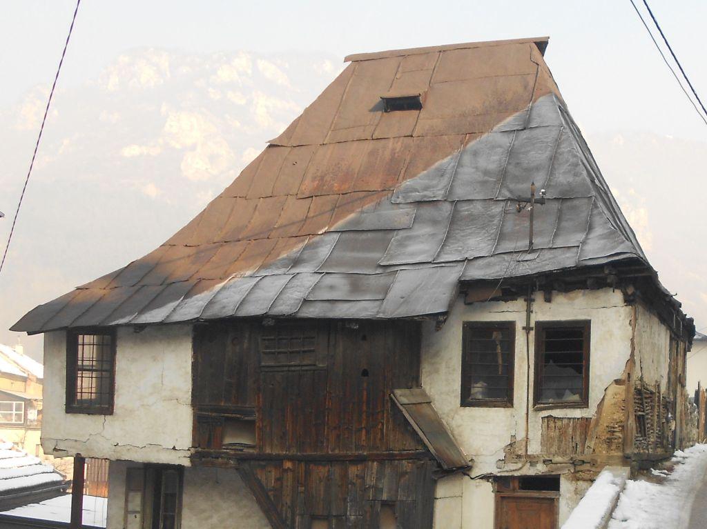 Крыша с баджой. Фото: Елена Арсениевич, CC BY-SA 3.0