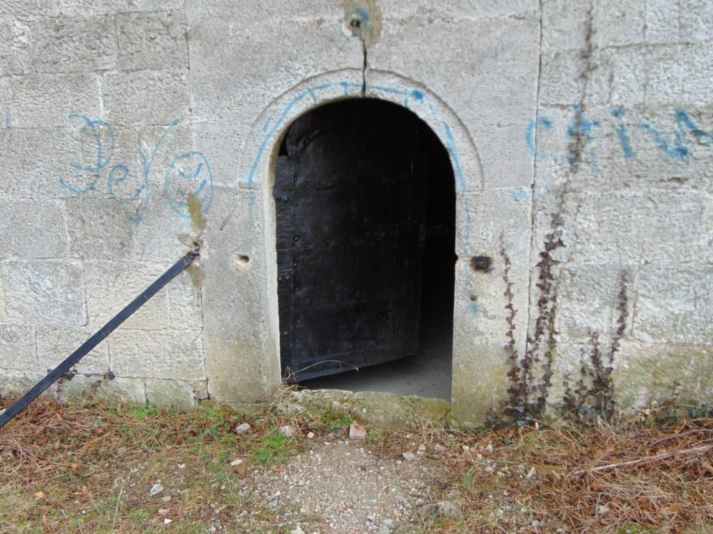 Миниатюрная дверь башни. Фото: Елена Арсениевич, CC BY-SA 3.0