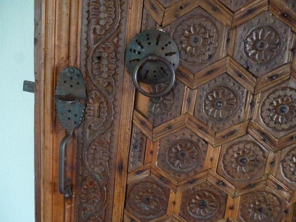 На межкомнатных дверях халки встречаются редко. Дом Бишчевича в Мостаре. Фото: Елена Арсениевич, CC BY-SA 3.0