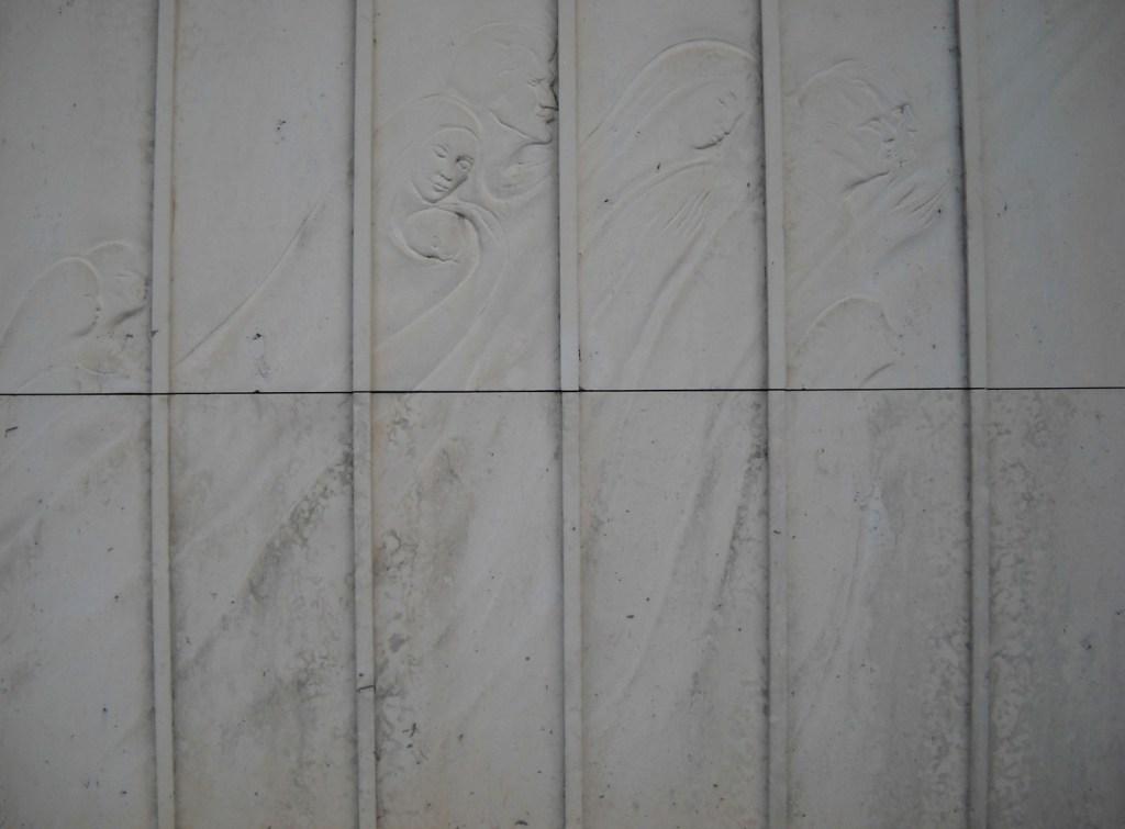 Барельеф на фасаде собора. Фото: Елена Арсениевич, CC BY-SA 3.0