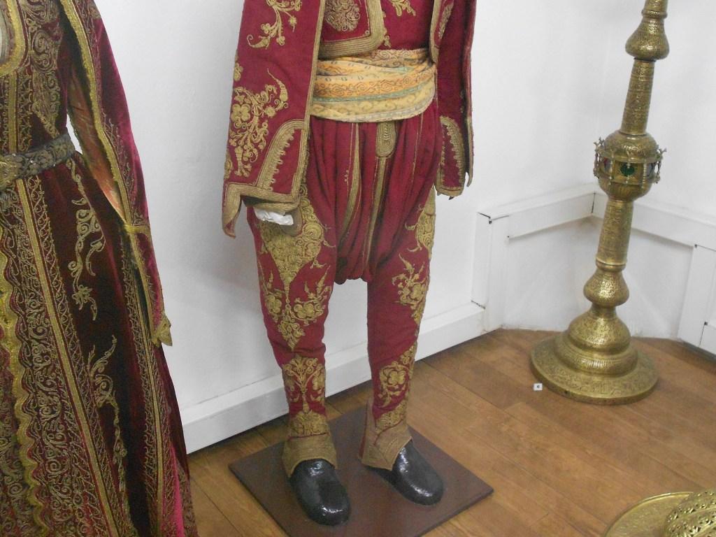 Мужские штаны чакшире. Музей Бруса Безистан. Фото: Елена Арсениевич, CC BY-SA 3.0