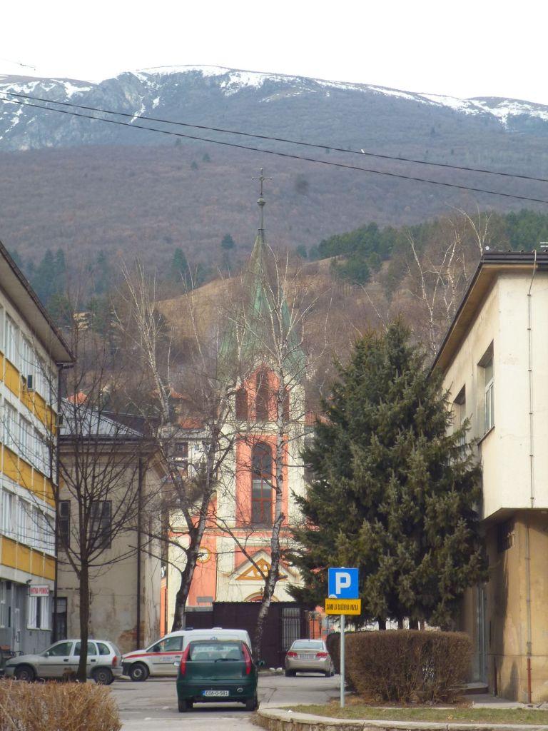 Церковь на фоне Влашича. Фото: Елена Арсениевич, CC BY-SA 3.0