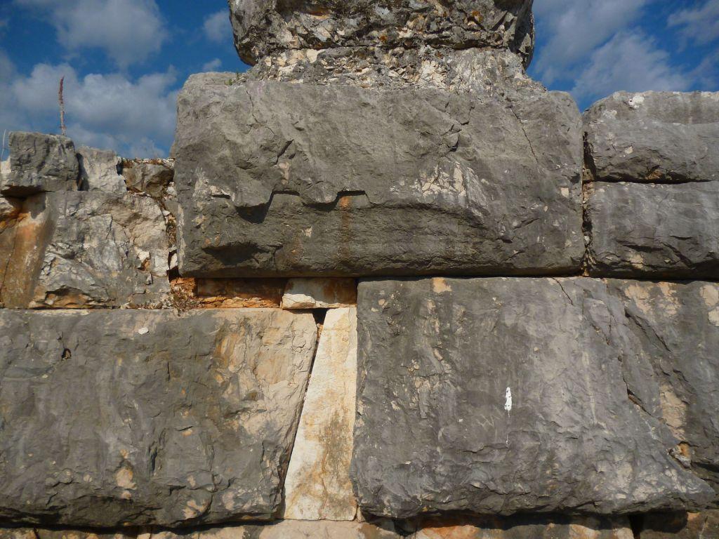 Подгонка блоков. Фото: Елена Арсениевич, CC BY-SA 3.0