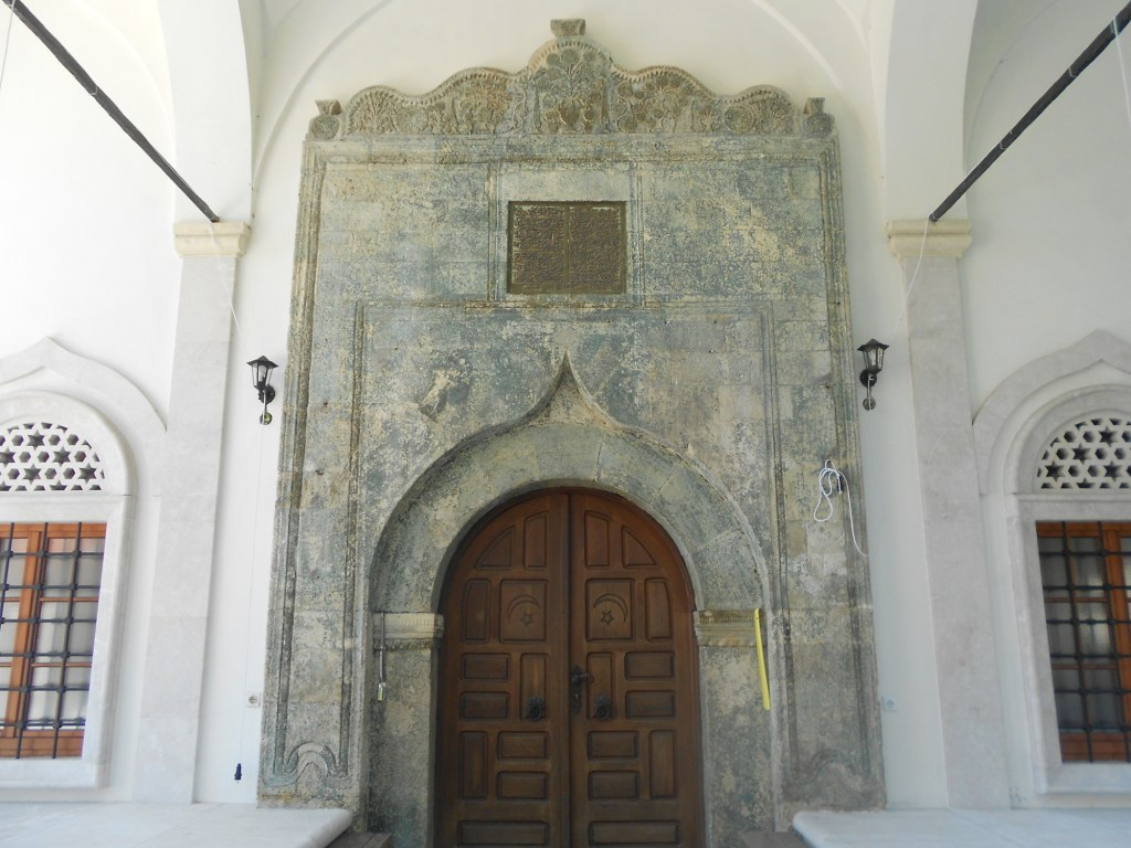 Портал мечети. Фото: Елена Арсениевич, CC BY-SA 3.0