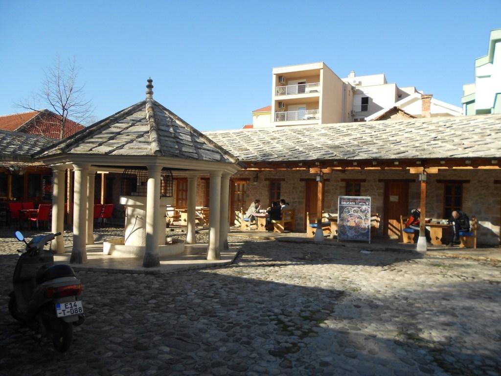 Ресторан у мечети Рознамеджи. Фото: Елена Арсениевич, CC BY-SA 3.0