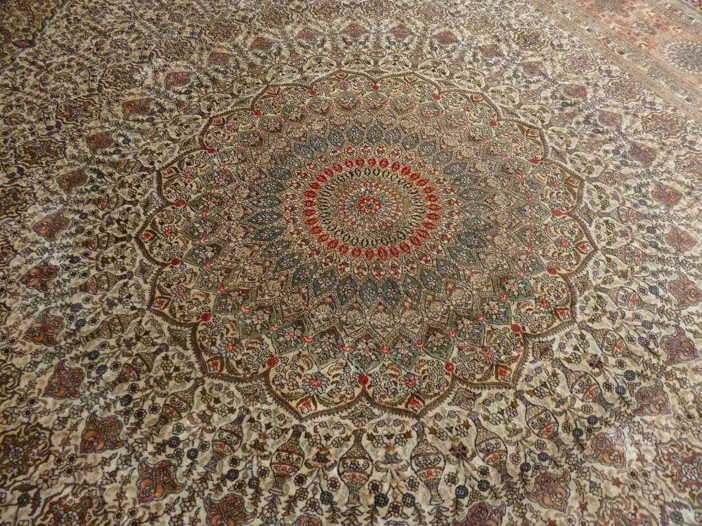 Роскошный ковёр, подаренный Ферхадии. Фото: Елена Арсениевич, CC BY-SA 3.0