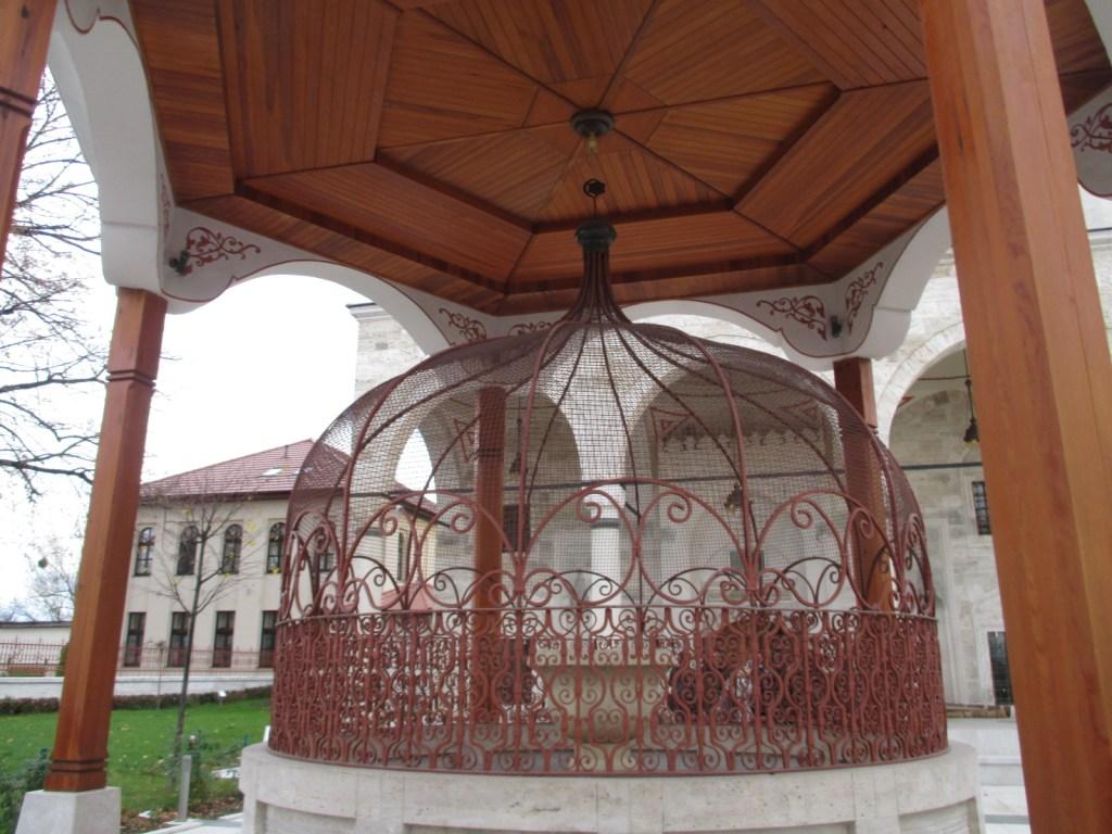 Шадрван, фонтанчик для омовения. Фото: Елена Арсениевич, CC BY-SA 3.0