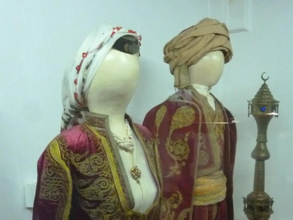 Традиционные костюмы в музее Бруса Безистан. Фото: Елена Арсениевич, CC BY-SA 3.0