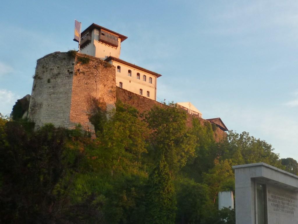 Крепость на закате. Фото: Елена Арсениевич, CC BY-SA 3.0