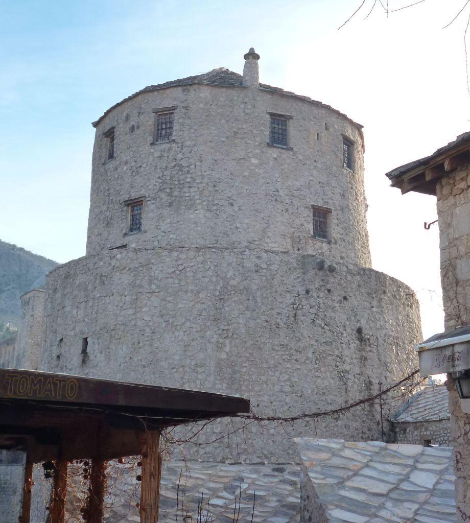 Башня Халебия с дополнительной стеной. Фото: Елена Арсениевич, CC BY-SA 3.0