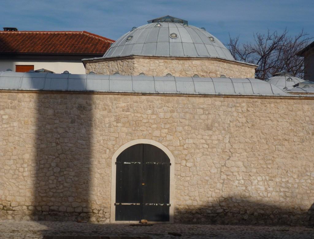 Одна дверь и ни одного окна: хаммам на Табхане. Фото: Елена Арсениевич, CC BY-SA 3.0