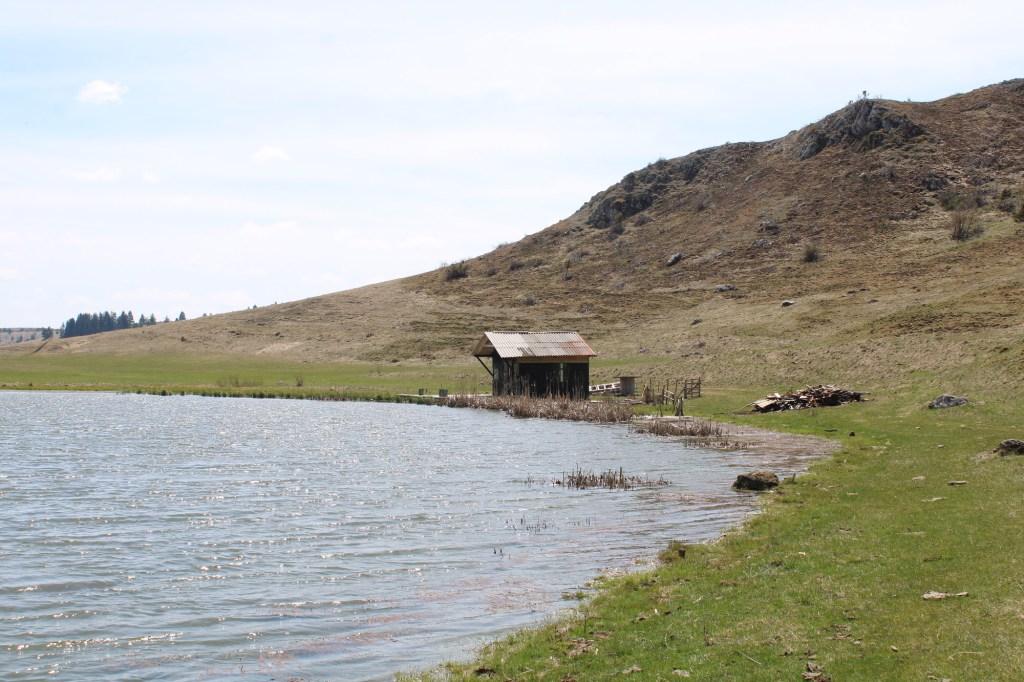Сторожка на озере. Фото: Елена Арсениевич, CC BY-SA 3.0