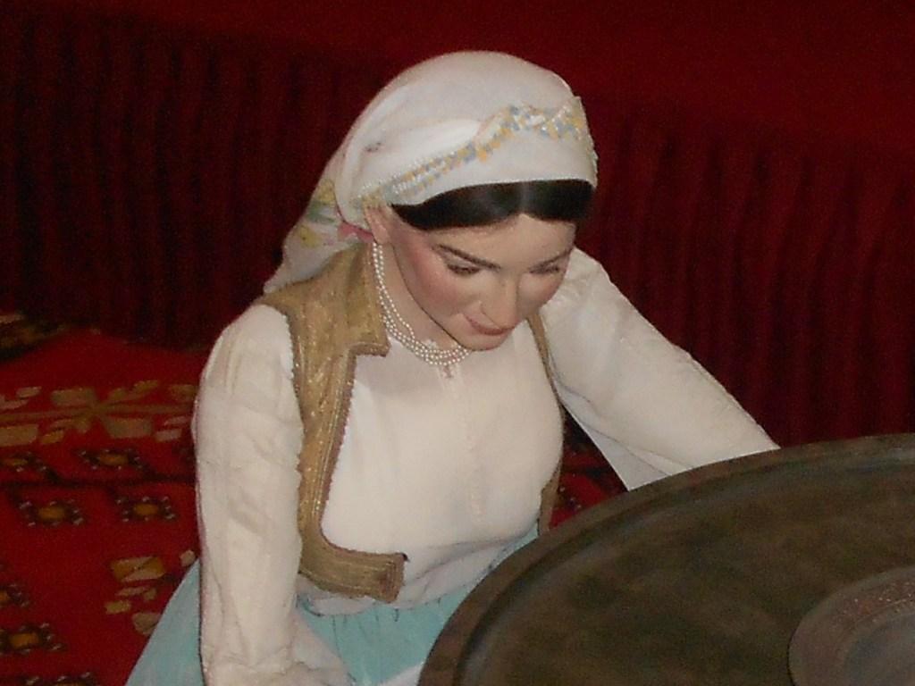 Рубашка и ечерма. Этнографическая экспозиция Земальского музея в Сараево. Фото: Елена Арсениевич, CC BY-SA 3.0