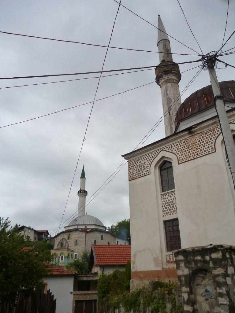 Две мечети: Ени и Варошская. Фото: Елена Арсениевич, CC BY-SA 3.0