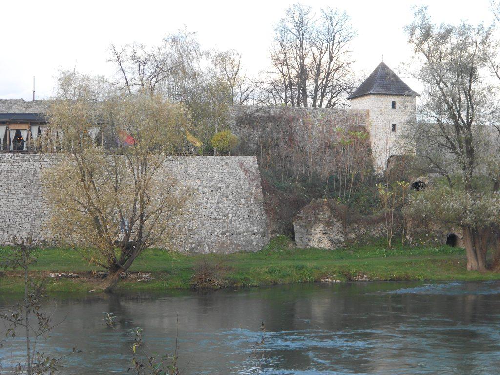 Крепость на берегу Врбаса. Фото: Елена Арсениевич, CC BY-SA 3.0