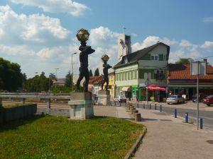 Статуи атлантов. Фото: Елена Арсениевич, CC BY-SA 3.0