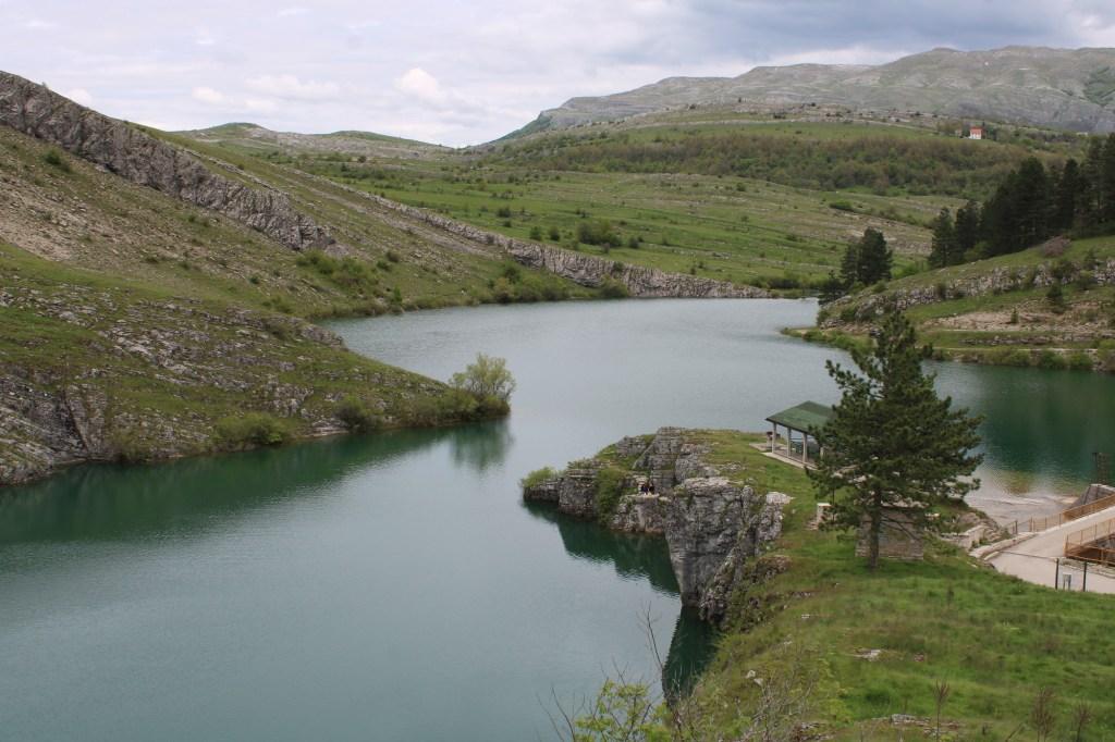 Озеро недалеко от плотины. Фото: Елена Арсениевич, CC BY-SA 3.0