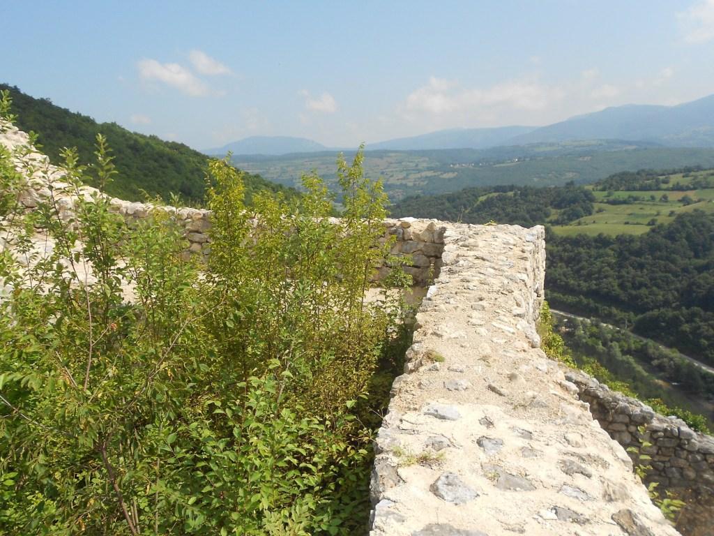 Вид на окрестности с крепостной стены. Фото: Елена Арсениевич, CC BY-SA 3.0