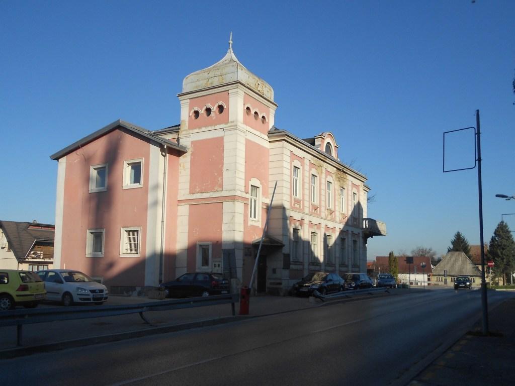 Здание по проекту Людвига Хубера. Фото: Елена Арсениевич, CC BY-SA 3.0