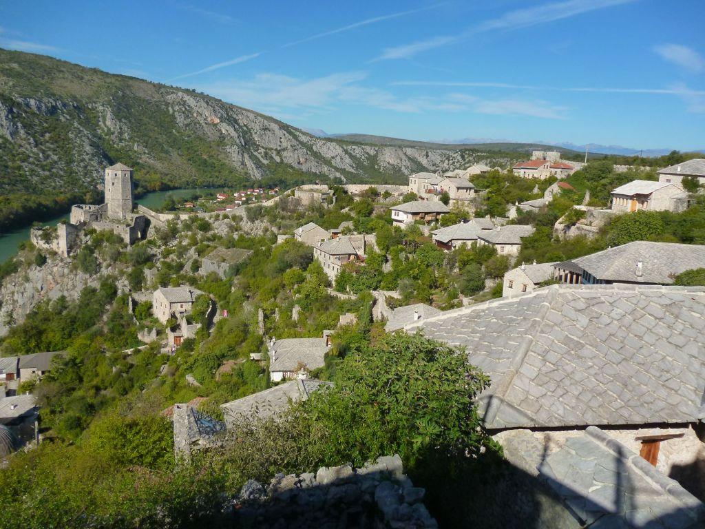 Вид на башню с бастиона на противоположной стороне крепости. Фото: Елена Арсениевич, CC BY-SA 3.0