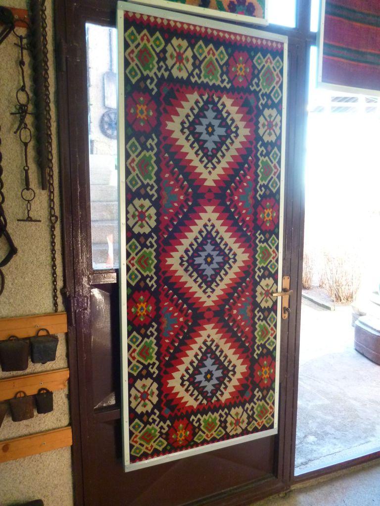 Чилим, безворсовый ковёр с характерным орнаментом. Фото: Елена Арсениевич, CC BY-SA 3.0