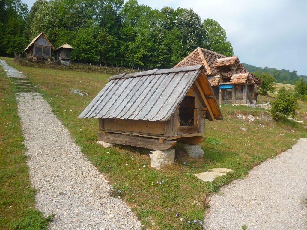 Домик чабана, с пастбища на пастбище перемещается на полозьях. Фото: Елена Арсениевич, CC BY-SA 3.0