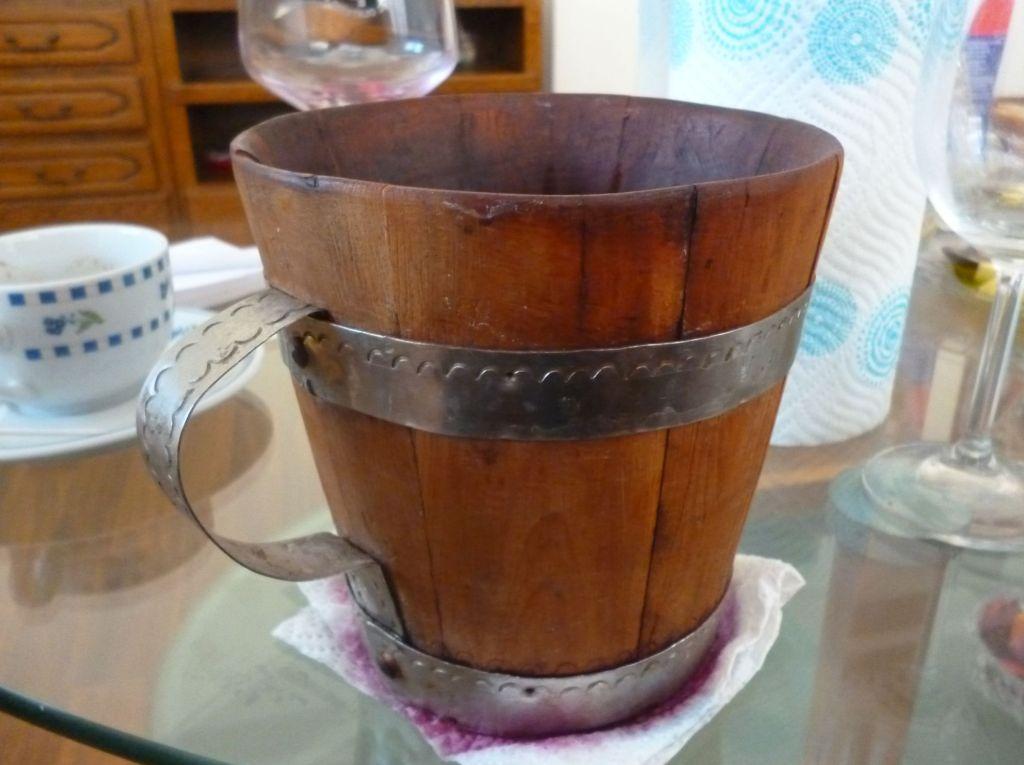 Букара, деревянная кружка для вина. Фото: Елена Арсениевич, CC BY-SA 3.0