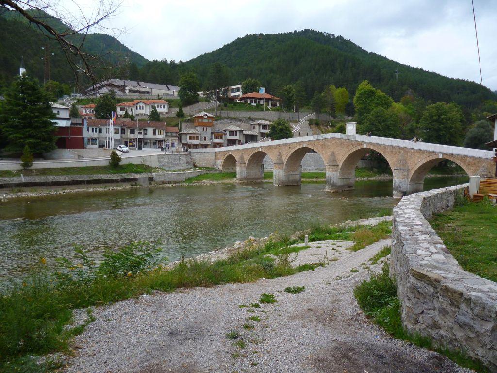Вид на мост с левого берега. Фото: Елена Арсениевич, CC BY-SA 3.0
