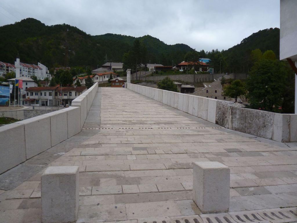 Полотно моста с небольшими выступами, чтобы не скользить. Фото: Елена Арсениевич, CC BY-SA 3.0