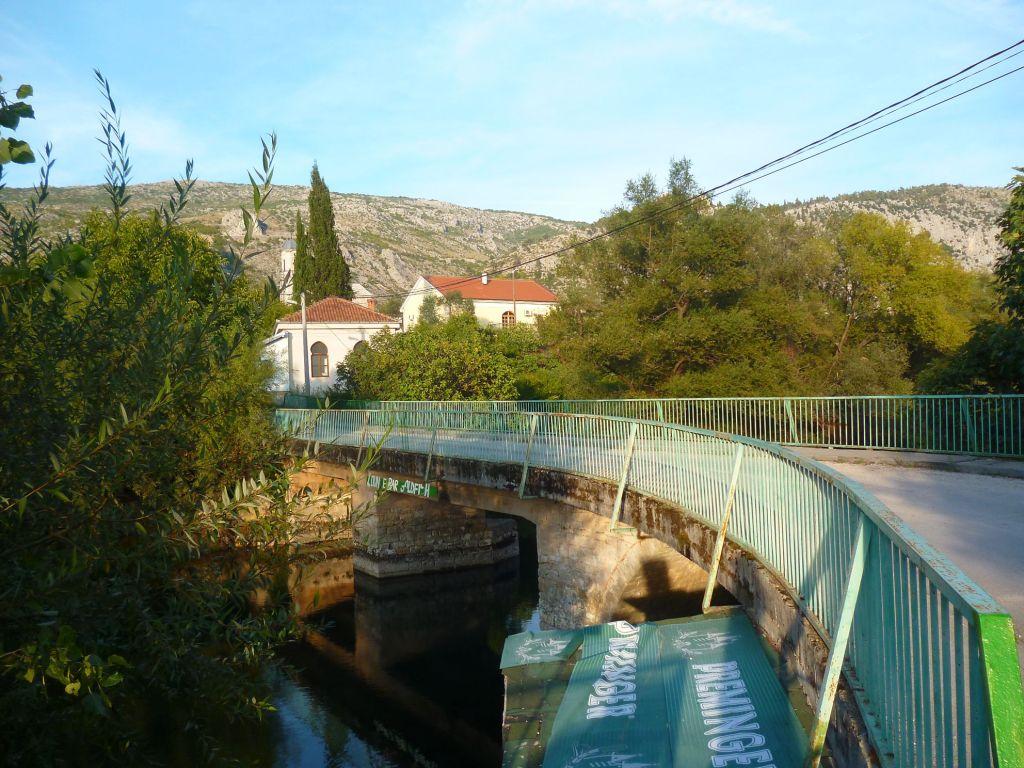 Вид на мост против течения. Фото: Елена Арсениевич, CC BY-SA 3.0