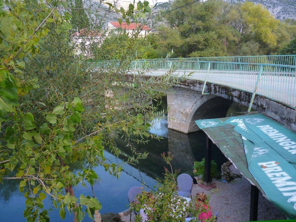 Вид на мост с террасы ресторана. Фото: Елена Арсениевич, CC BY-SA 3.0
