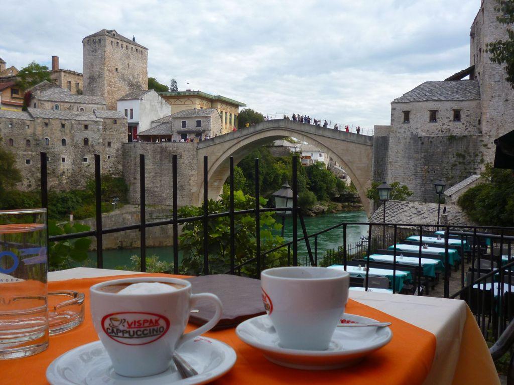 Мост и кофе. Фото: Елена Арсениевич, CC BY-SA 3.0