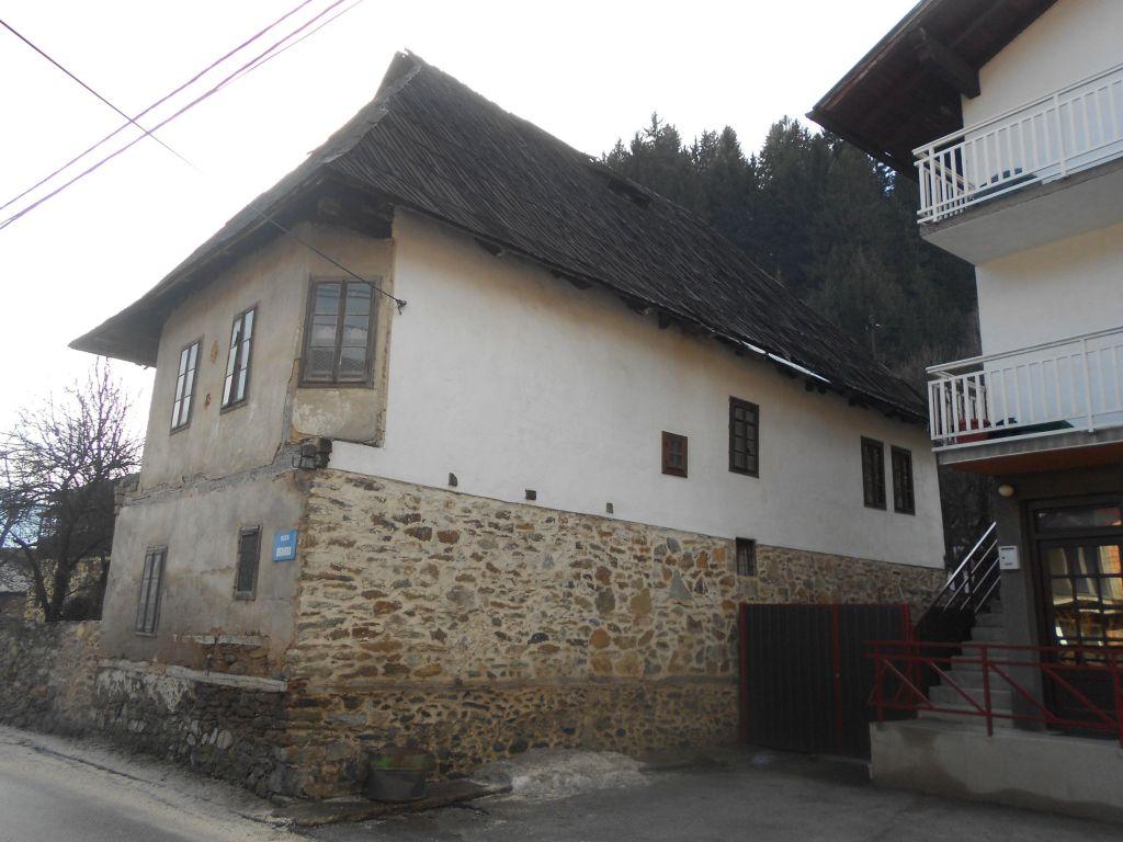 Недавно отреставрированный задний фасад. Фото: Елена Арсениевич, CC BY-SA 3.0
