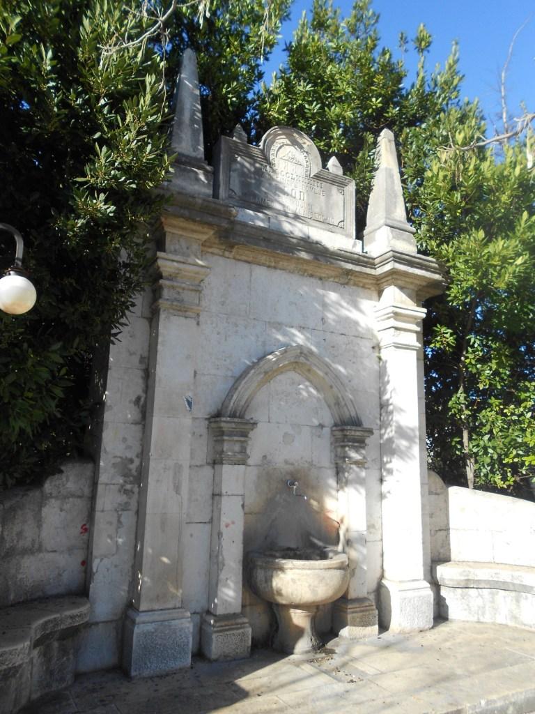 Чесма-фонтанчик, установленный первым мэром Мостара. Фото: Елена Арсениевич, CC BY-SA 3.0