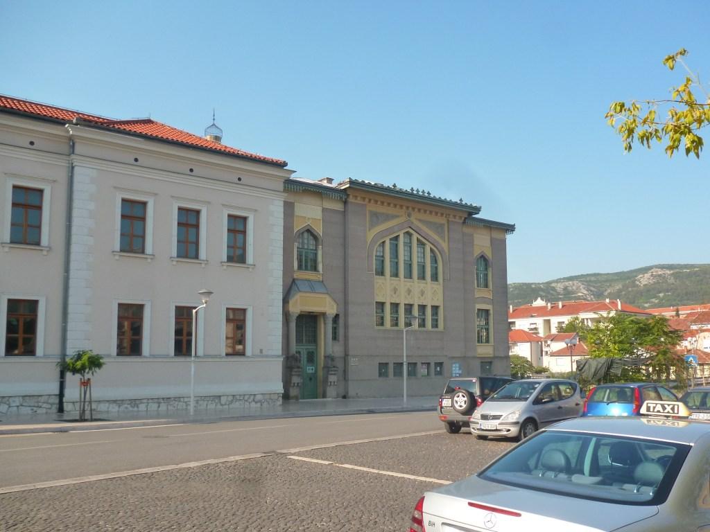 Южная сторона Мусалы: торговая школа и баня. Фото: Елена Арсениевич, CC BY-SA 3.0