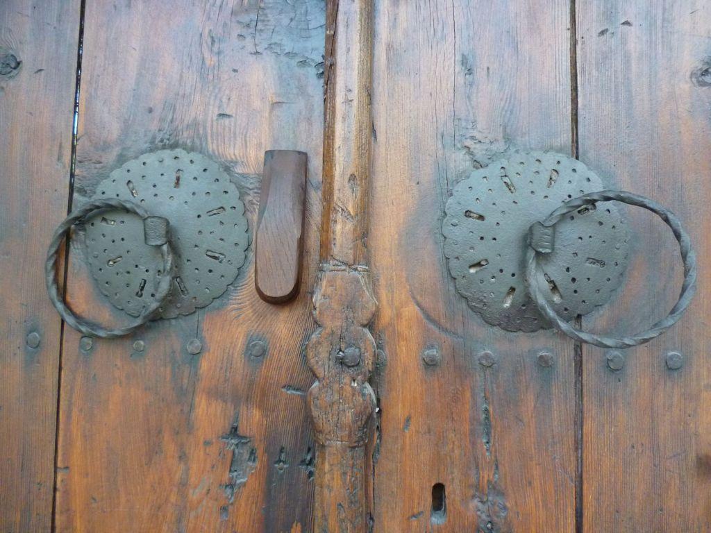 Халки на дверях дома Муслибеговича в Мостаре. Фото: Елена Арсениевич, CC BY-SA 3.0