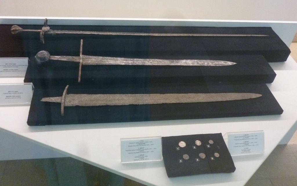 Средневековые мечи. Фото: Елена Арсениевич, CC BY-SA 3.0