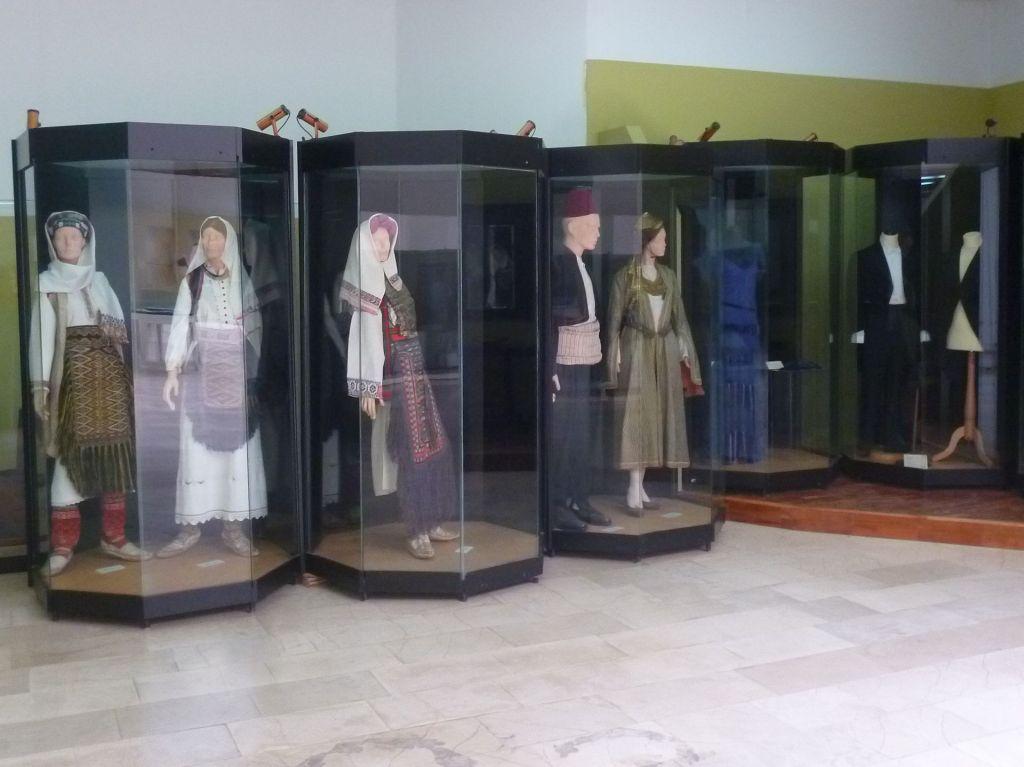 Коллекция одежды: от народной до городской. Фото: Елена Арсениевич, CC BY-SA 3.0