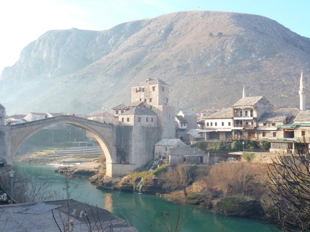 Неретва у Старого моста в Мостаре. Фото: Елена Арсениевич, CC BY-SA 3.0