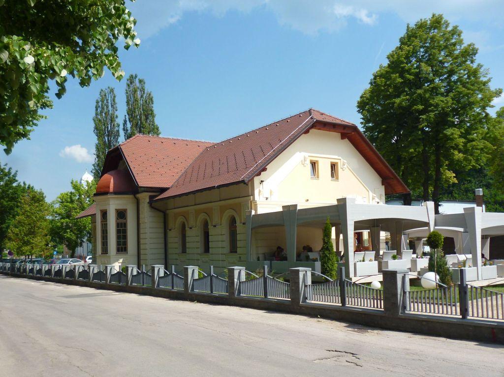 Фасад, выходящий на улицу. Фото: Елена Арсениевич, CC BY-SA 3.0