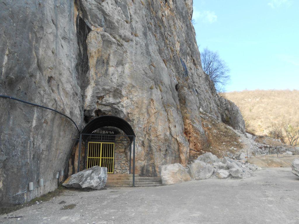 Вход в пещеру. Фото: Елена Арсениевич, CC BY-SA 3.0